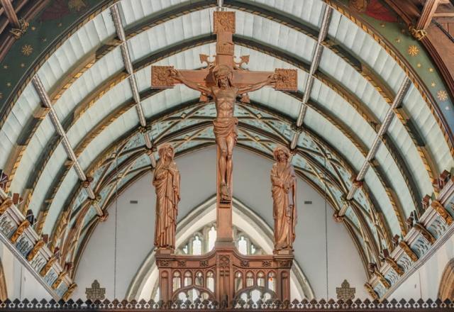Fagerhult spotlights lighting Cross in Church