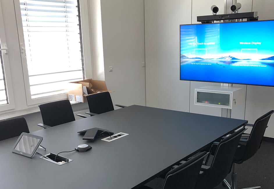 single screen and video conferencing for meeting room