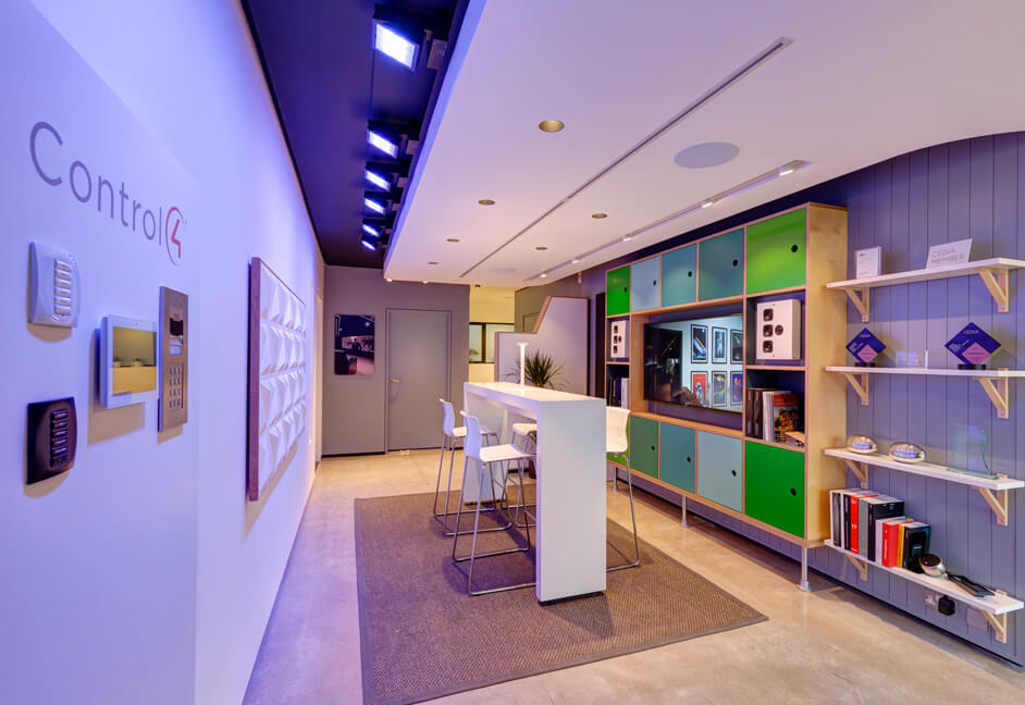 control 4, artcoustic speakers, amina invisible spekers, bowers and wilkins, deltalight, flos lighting, iGuzzini products on display